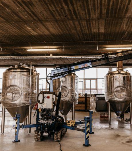 Daar is 'ie dan: het eerste biertje uit de nieuwe brouwerij van Eiber Bier