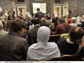 MR wil hoofddoek verbieden voor ambtenaren