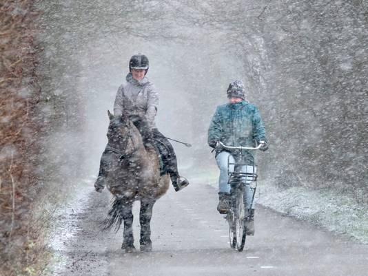 Een ritje door de eerste sneeuwbui van het jaar.
