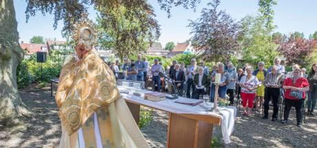 'Een feestelijke elfde, extra processie vieren we volgend jaar in Kwadendamme'