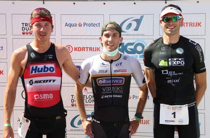 Het was West-Vlaanderen boven in de triatlon van Kortrijk. De winst was voor Moorselenaar Sven Vandenbroucke die won voor Jasper Sabbe en Hannes Cool. Vandenbroucke droeg de zege op aan zijn vorig jaar overleden triatlonvriend Kasper Lagae.