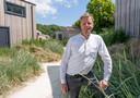 """Architect Robin Lock: ,,Alle huizen staan op hetzelfde vlakke terrein en toch lijkt er niveauverschil te zijn."""" foto's Dirk-Jan Gjeltema"""