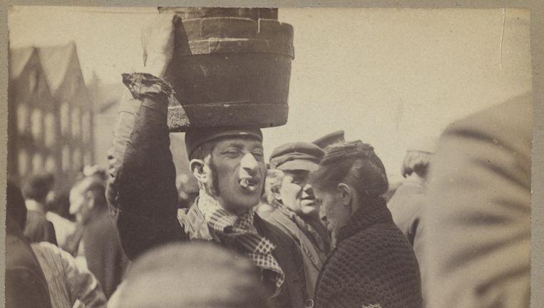 Zuurverkoper in de Jodenbuurt, 1899. Beeld