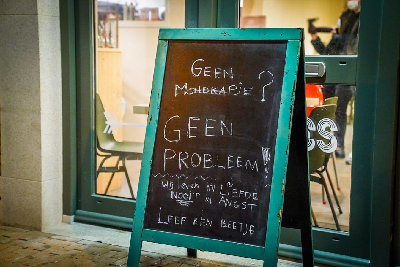 Restaurant De Kiet in Eindhoven hield zich bewust niet aan de coronamaatregelen. Tot de politie voor de deur stond.