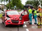 Automobiliste botst op voorligger in Oosterhout, beide bestuurders raken gewond