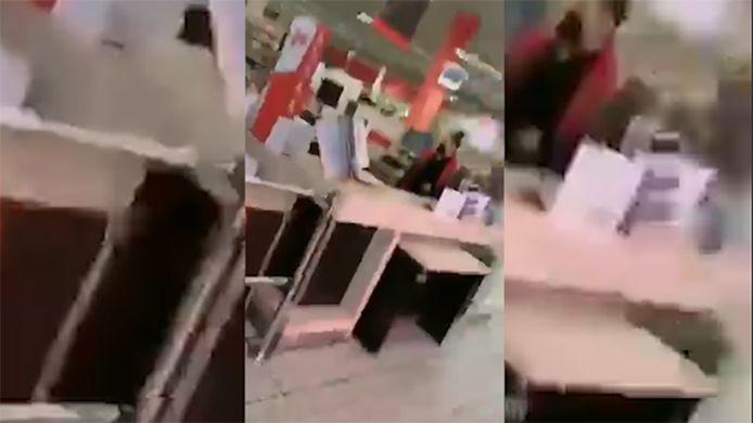 La chaîne de supermarchés Carrefour avait annoncé samedi 5 juin qu'elle portait plainte après qu'une caissière du groupe eut été la cible d'injures racistes proférées par une cliente, selon une vidéo diffusée sur les réseaux sociaux.