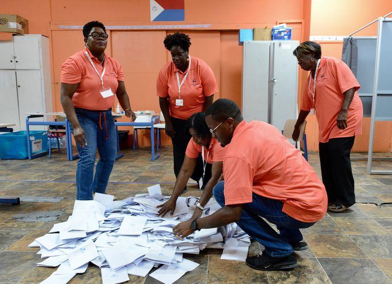 Het tellen van de stemmen in Philipsburg op 9 januari. Beeld ANP