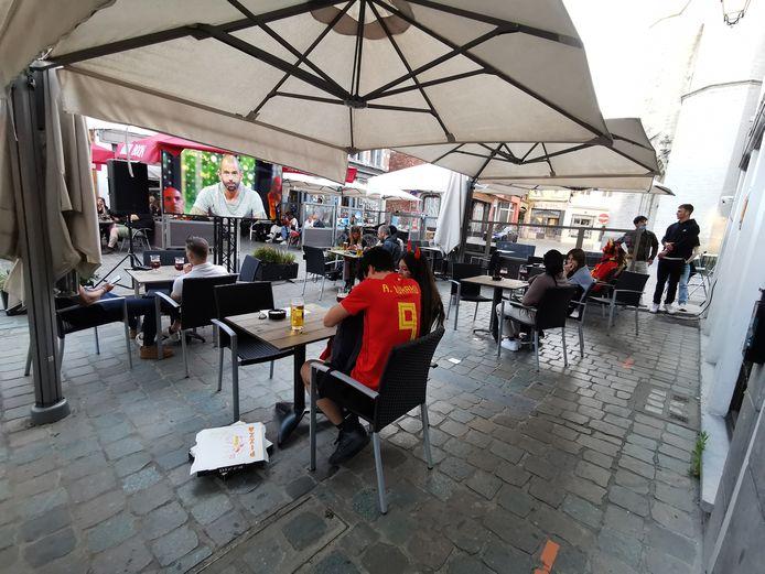 Heel wat mensen volgden de EK-wedstrijd van de Rode Duivels tegen Rusland in het centrum van Halle.