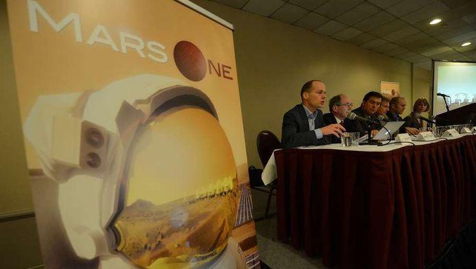 De Mars One-top (met links Bas Lansdorp) tijdens een persconferentie voor de online-applicaties.