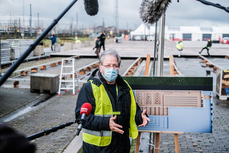 Jan Stroobants van het ZNA geeft tekst en uitleg bij de werking van het centrum. Beeld BOB VAN MOL