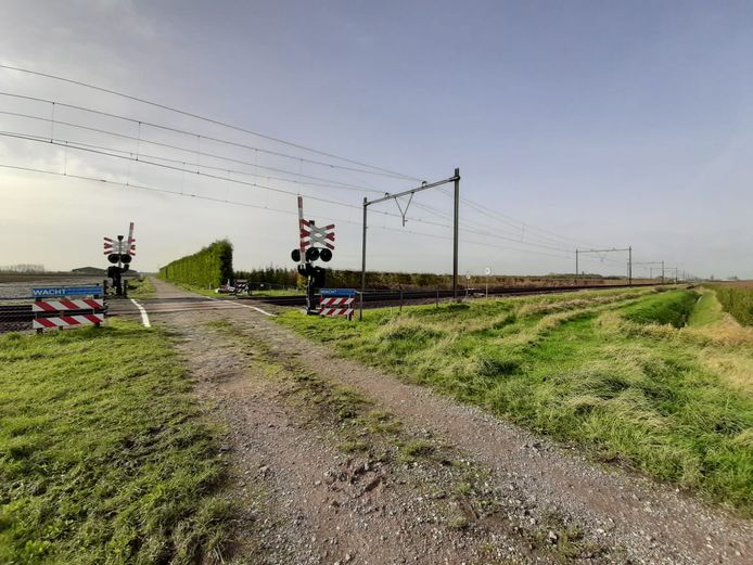 Het spoor ter hoogte van de Noordpoolweg bij Kruiningen wordt dit weekend vernieuwd.