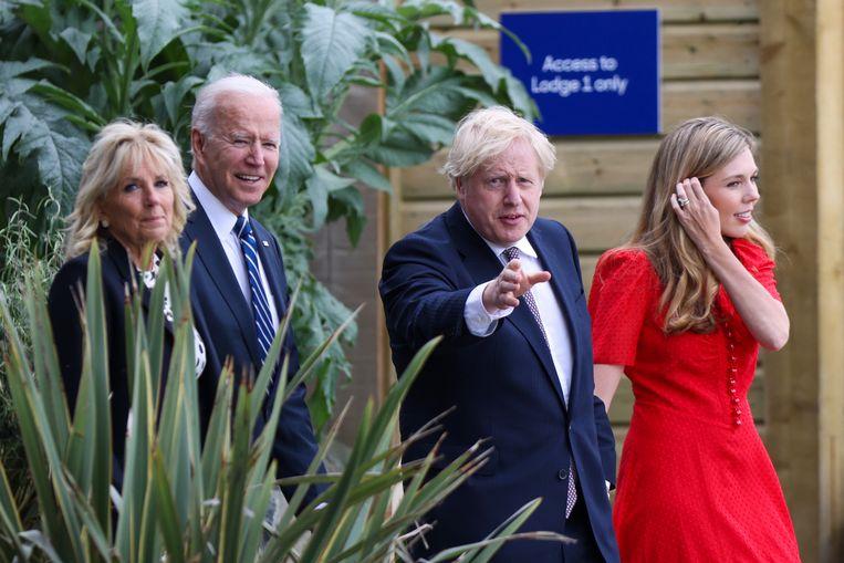 President Joe Biden en zijn vrouw Jill Biden, samen met de Britse premier Boris Johnson en diens vrouw Carrie Johnson tijdens het eerste bezoek van president Biden aan Europa. Vrijdag is Johnson gastheer van de G7-top.  Beeld EPA