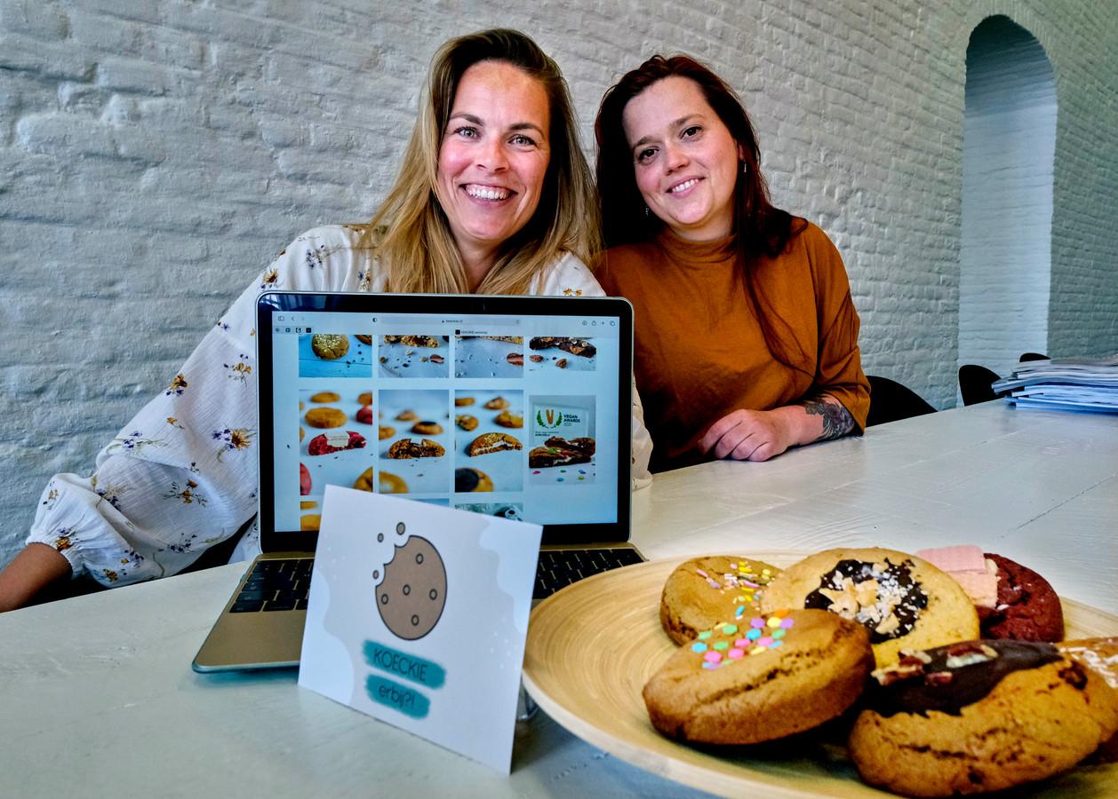 Judith van Willigen (32) en Madelon Zegelaar (32) verkopen zelfgebakken veganistische koeken via Koeckie.nl.