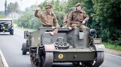 Bevrijdingscolonne trekt met 70 pantservoertuigen door Boom