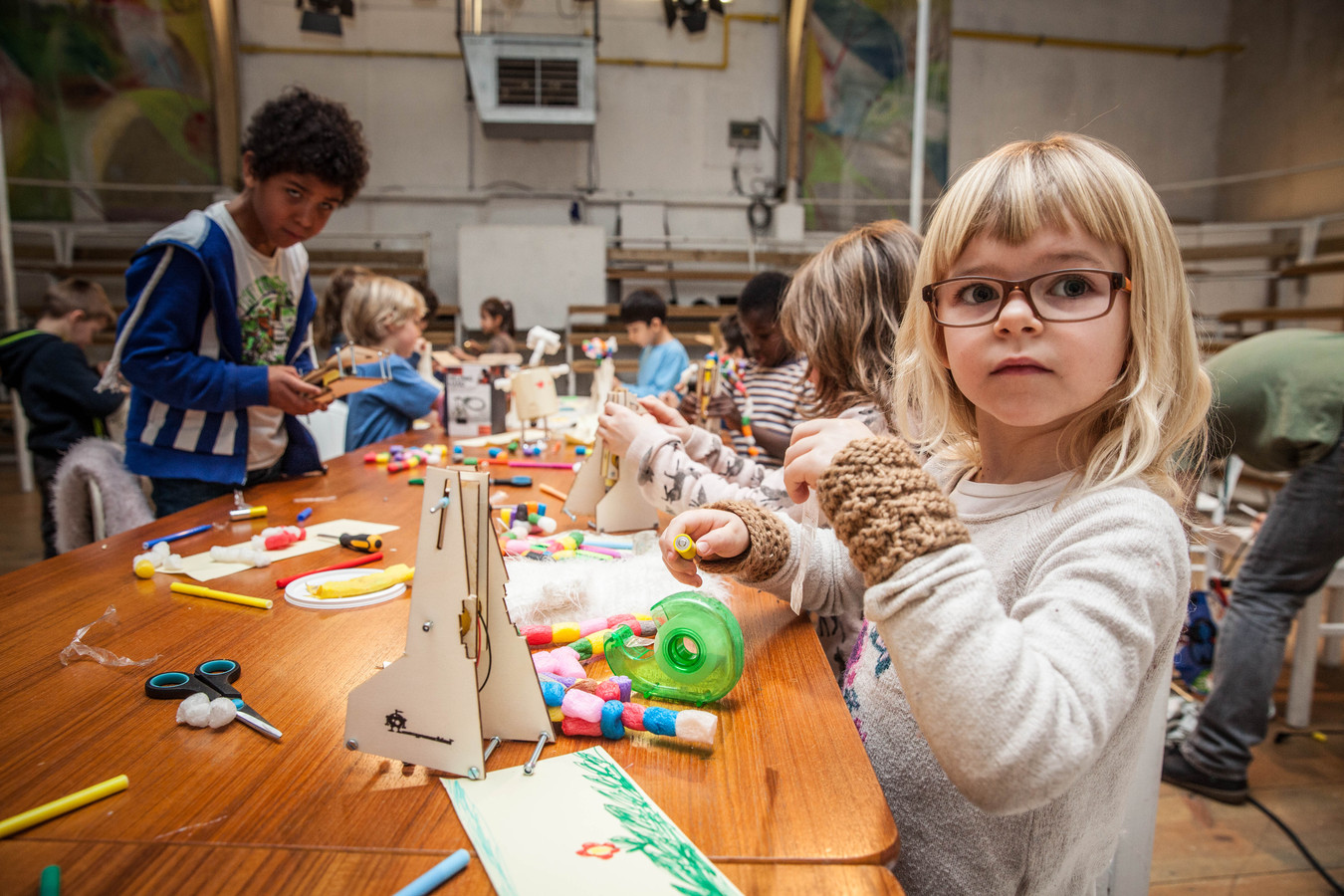 Archiefbeeld uit Theater Tinnenpot. Tussen de voorstellingen door zullen de kinderen ook workshops kunnen volgen.