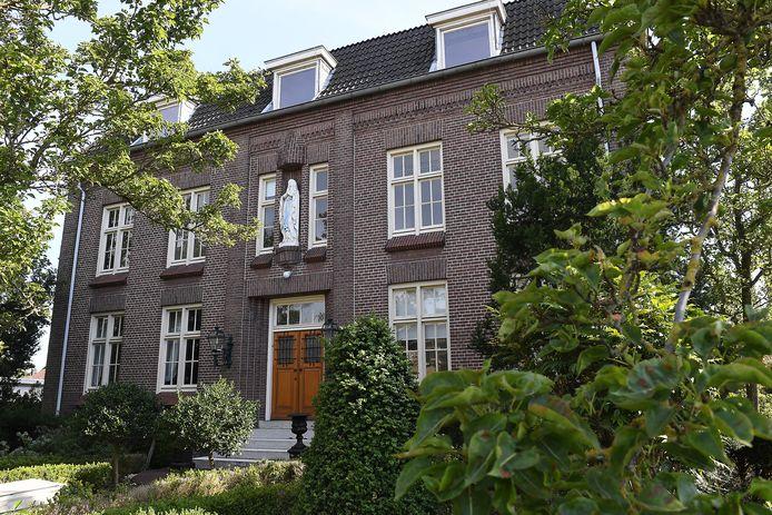 Het voormalige klooster in Rijkevoort.