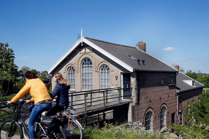 Een van de blikvangers in Arkel is het poldergemaal uit 1881.
