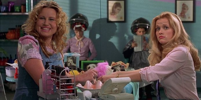 Jennifer Coolidge en Reese Witherspoon in 'Legally Blonde'.