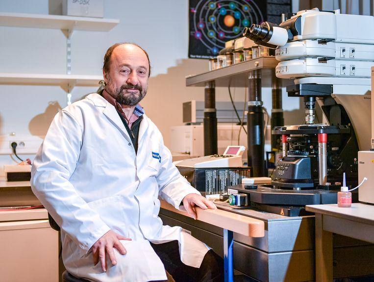 Prof. Bart De Strooper staat aan het hoofd van het Dementia Research Institute in Londen. Beeld Joel Hoylaerts - Photo News