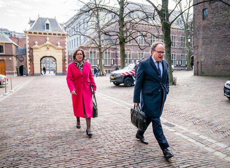De nieuwe verkenners Tamara van Ark (VVD) en Wouter Koolmees (D66) komen aan op het Binnenhof.  Beeld ANP