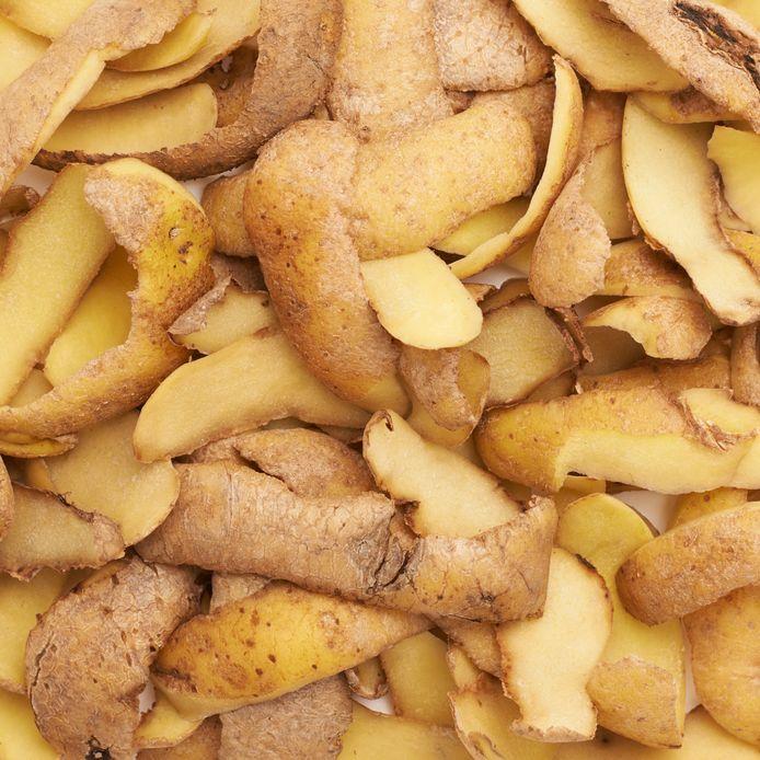 Zelfs met aardappelschillen maakte men in de oorlog eten.