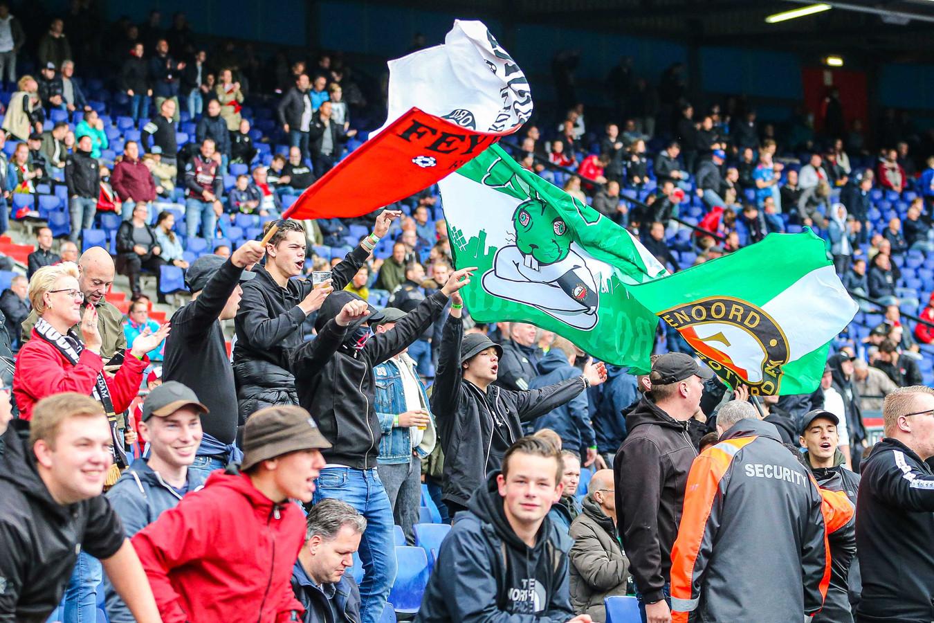Supporters van Feyenoord aan het begin van het seizoen in de thuiswedstrijd tegen ADO Den Haag.