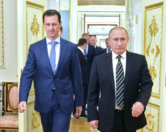 Assad (links) samen met de Russische president Poetin