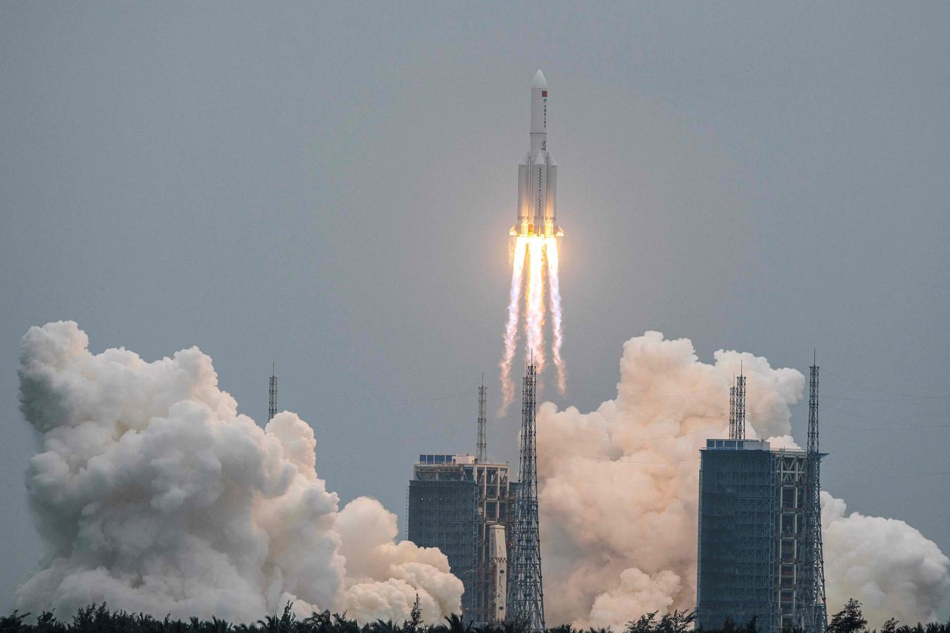 De Lange Mars 5B-raket bij de lancering vanaf de Zuid-Chinese eilandprovincie Hainan vorige week, toen nog inclusief een module voor het nieuwe Chinese ruimtestation.