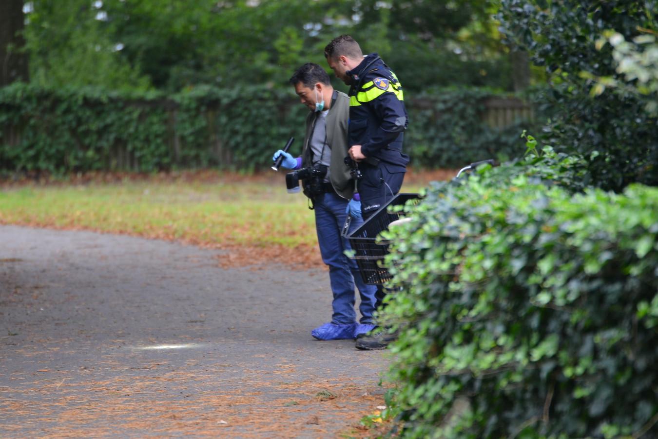 Sporenonderzoek na de verkrachting in het Van Sonsbeeckpark in Breda, op 7 september 2017.