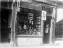 Schoenwinkel Van Boxel op de Voorstraat in de jaren 30.