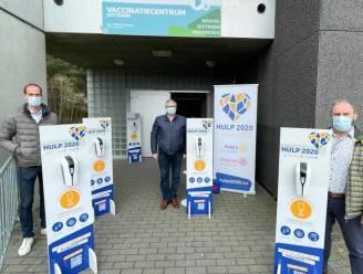 Hulp 2020 van Rotary Zottegem schenkt ontsmettingstoestellen aan vaccinatiecentrum