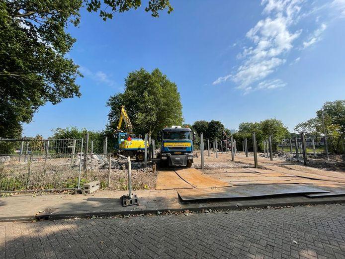 Bij het Borgelerbad komen drie padelbanen.