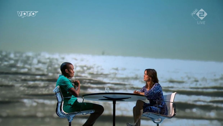 De eerste aflevering van Zomergasten, met als gast Romana Vrede en presentator Janine Abbring.