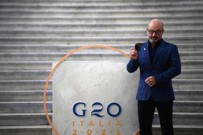 Le ministre italien de la Transition écologique Roberto Cingolani pose au Palazzo Reale à Naples, le 22 juillet 2021, pour la réunion du G20 sur le climat et l'énergie.