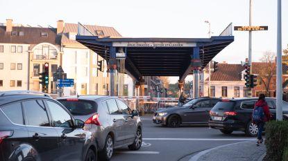 Verkeer in centrum Oudenaarde zit vast door defect aan hefbrug over de Schelde