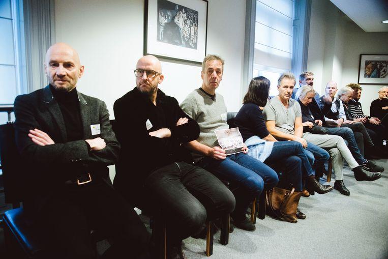 """De sector reageert teleurgesteld. Acteur Tom Van Dyck (tweede van links): """"Een engagement, wat betekent dat?"""" Beeld Francis Vanhee"""