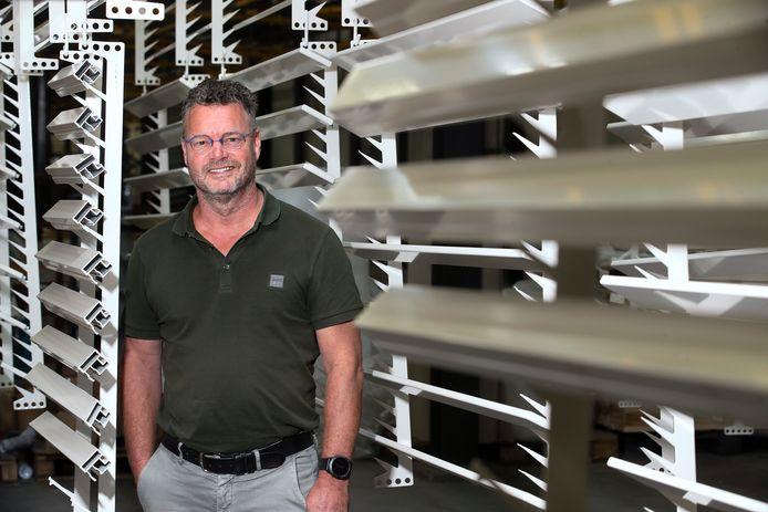 Roel Dijkman in zijn bedrijf in 's-Heerenberg.
