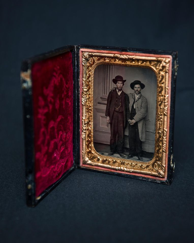 Tintype met twee mannen, voor 1867. Beeld Tom Janssen