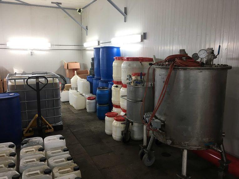 Vaten in een drugslaboratorium op het erf van een CDA-penningmeester in het Brabantse Leende. Beeld ANP