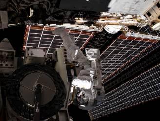 Astronauten installeren eerste van zes nieuwe zonnepanelen op ISS