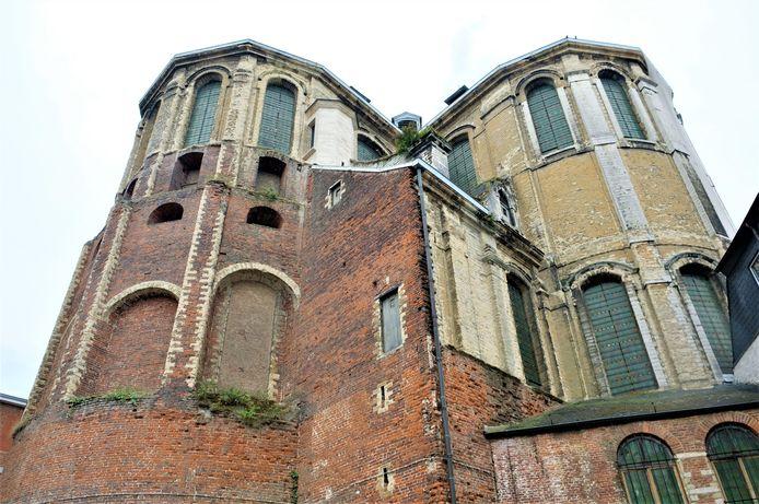 De twee torens van de Sint-Michielskerk in de Naamsestraat