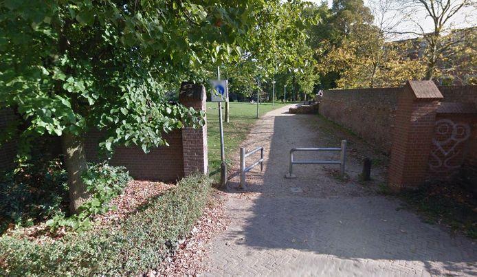 De entree van het Wageningse Torckpark vanuit de Molenstraat.