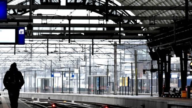 De NS raadt aan dinsdag níet met de trein te gaan, Rijkswaterstaat verwacht veel files