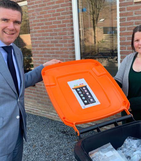 Scheiden plasticafval gaat nogal eens mis in Almelo; sticker op oranjebak moet inwoners helpen