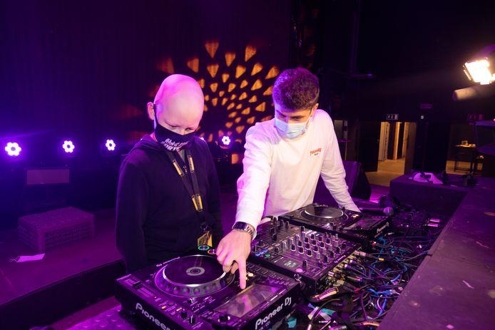 Vinz volgde eerder dit jaar een workshop DJ, die hij moest verbreken door zijn chemokuur.