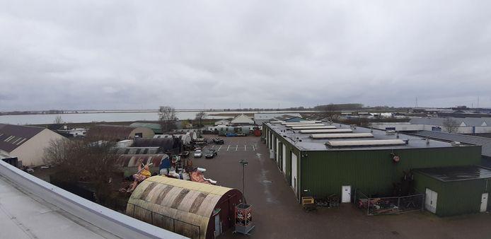 Konterscherp gezien vanaf het dak van Eventum. Het onderkomen van de vastenavendbouwers Bergen op Zoom