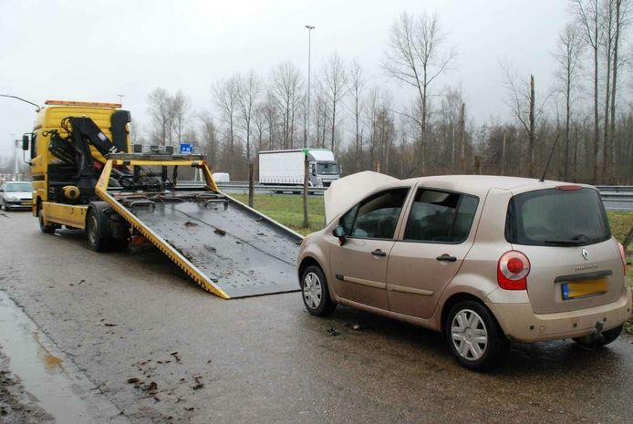 Auto vat vlam tijdens het rijden in Liempde