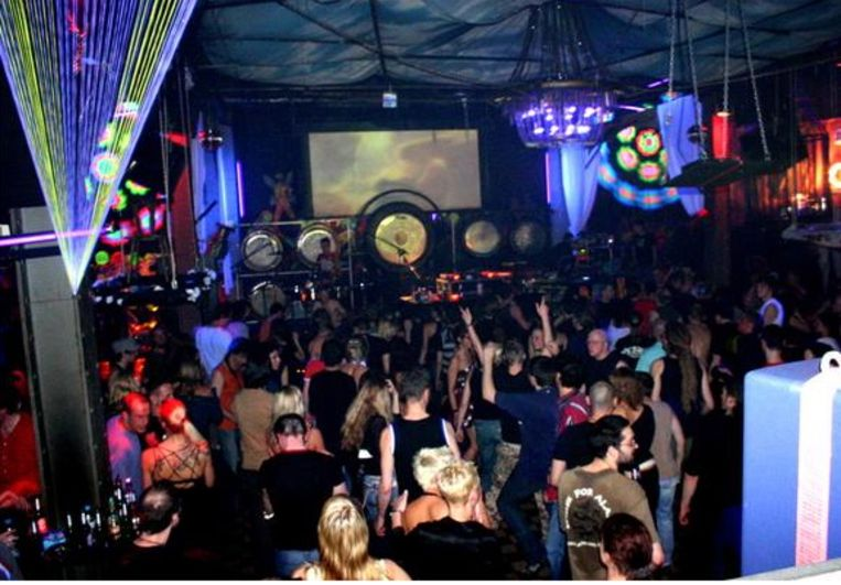 Ambiance in fetisjclub KitKatClub. Beeld