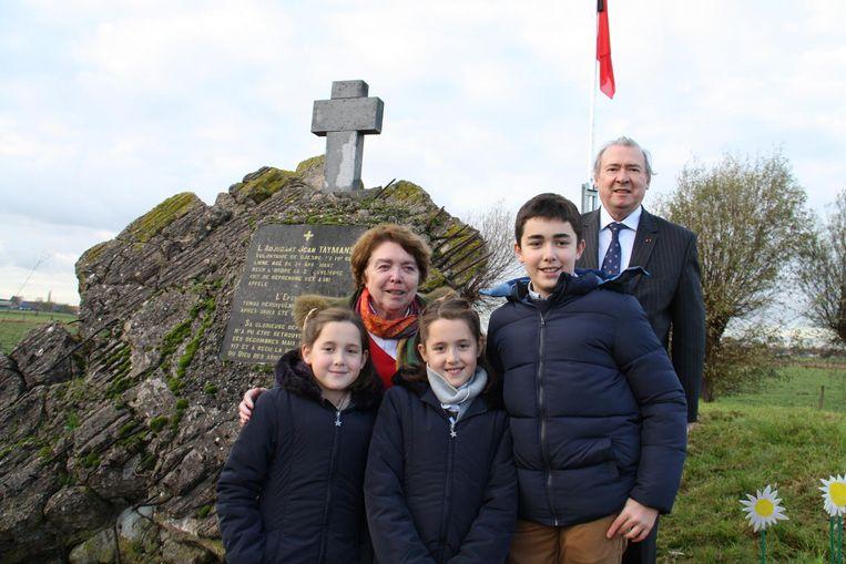 De nakomelingen van adjudant Jean Taymans: kleindochter Nadine met haar man Jean-Claude Moureau en hun kleinkinderen Ana, Maria en Juan.