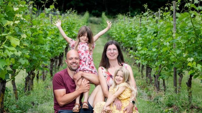 """Lieve (34) en Kris (40) verbouwen wijn in het Hageland: """"We houden er geen cent aan over, maar deze wijngaard is ons leven"""""""